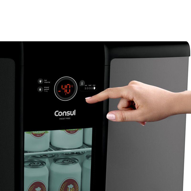 Cervejeira-Consul-CZD12AT-Imagem-Com-Modelo-Painel-Externo